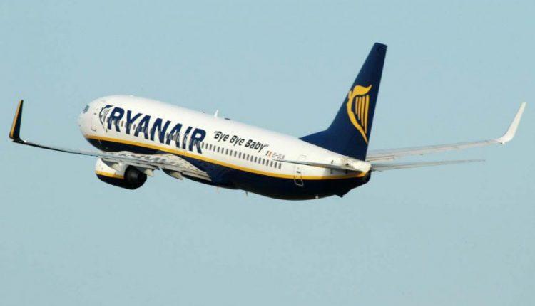 """""""Ryanair"""": vidutinės lėktuvo bilieto kainos smuko 17 proc."""