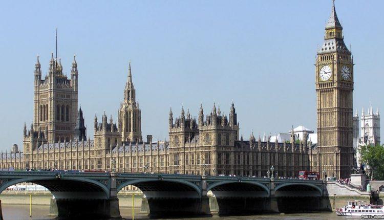 Didžiosios Britanijos parlamentarai balsuos dėl įstatymo projekto, leisiančio pradėti išstojimo iš ES derybas