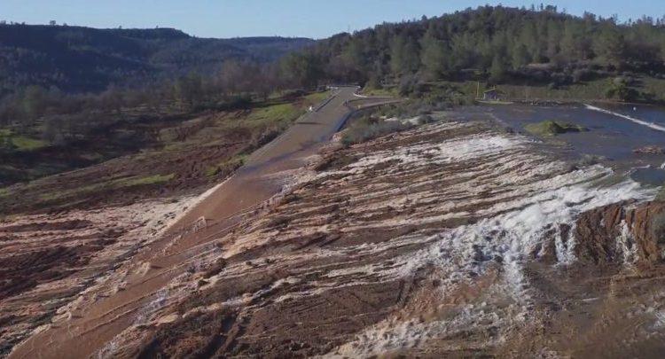 Kalifornijoje gali griūti aukščiausia JAV užtvanka – evakuojami tūkstančiai gyventojų