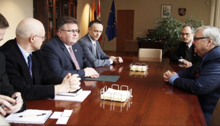 Pranckietis su Landsbergiu dalyvaus diskusijoje apie nerimą keliančias demokratijos mažėjimo pasaulyje tendencijas