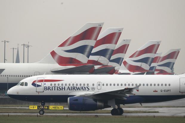 """""""British Airways"""" kai kuriuose savo lėktuvuose sumažins erdvę kojoms"""