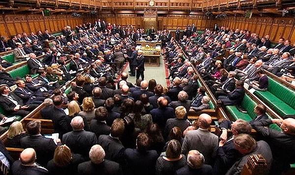 """Britų parlamentas turės palaiminti galutinį """"Brexit"""" susitarimą"""
