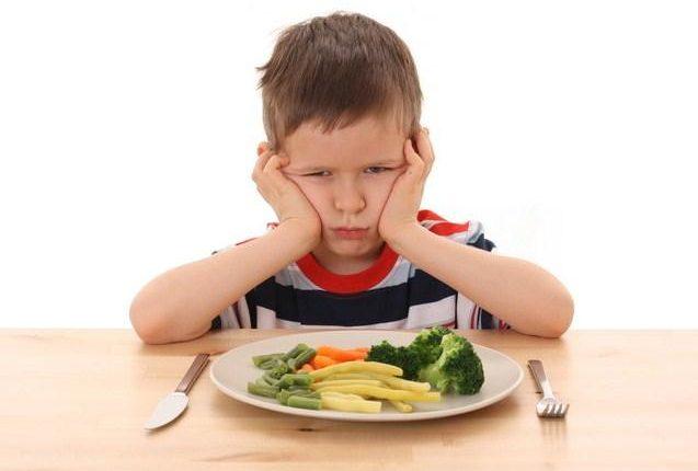 Tyrimas: vaikai nevalgo daržovių imdami pavyzdį iš tėvų
