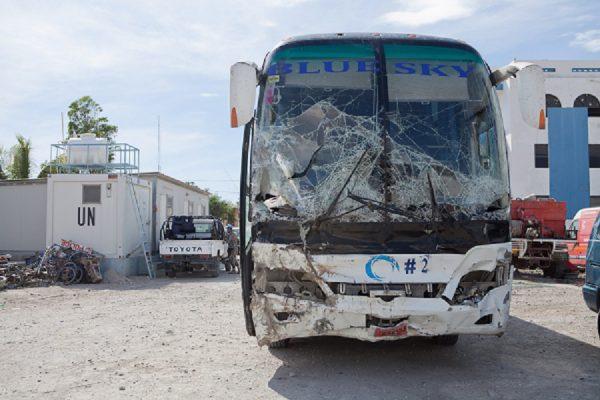 Haityje autobusas rėžėsi į žmonų minią, žuvo 37 asmenys