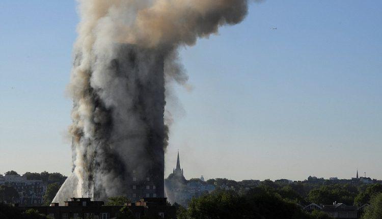 Per didžiulį gaisrą Londono daugiabutyje žuvo žmonių, sako ugniagesiai