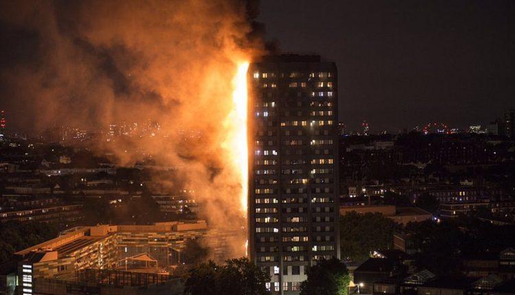 Londone kilus didžiuliam gaisrui daugiabutyje į ligonines atvežti 30 nukentėjusių žmonių