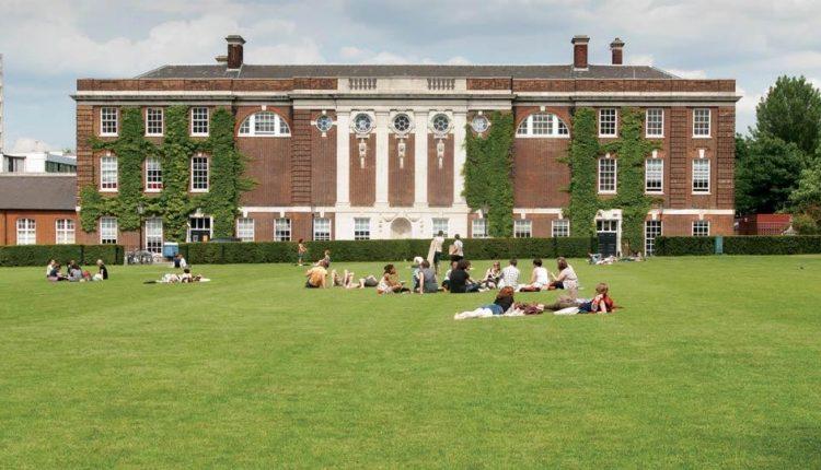 15 Anglijos  universitetų, į kuriuos lengviausia įstoti
