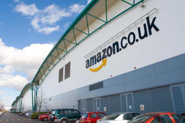 """""""Amazon"""" Britanijoje sukurs per tūkstantį naujų darbo vietų"""