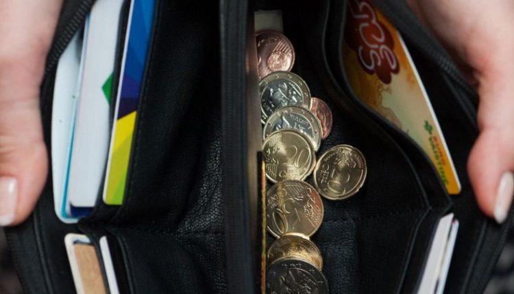 Keturi iš dešimties gyventojų sako, kad jų šeimos finansinė padėtis pastaruoju metu pablogėjo