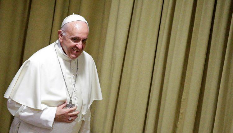 Popiežius pasisakė prieš technologijas padedančias žmogui pakeisti lytį