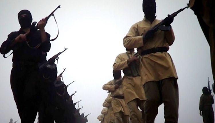 """Visi """"Islamo valstybės"""" kovotojai sirai pasitraukė iš Rakos miesto, sako stebėtojai"""
