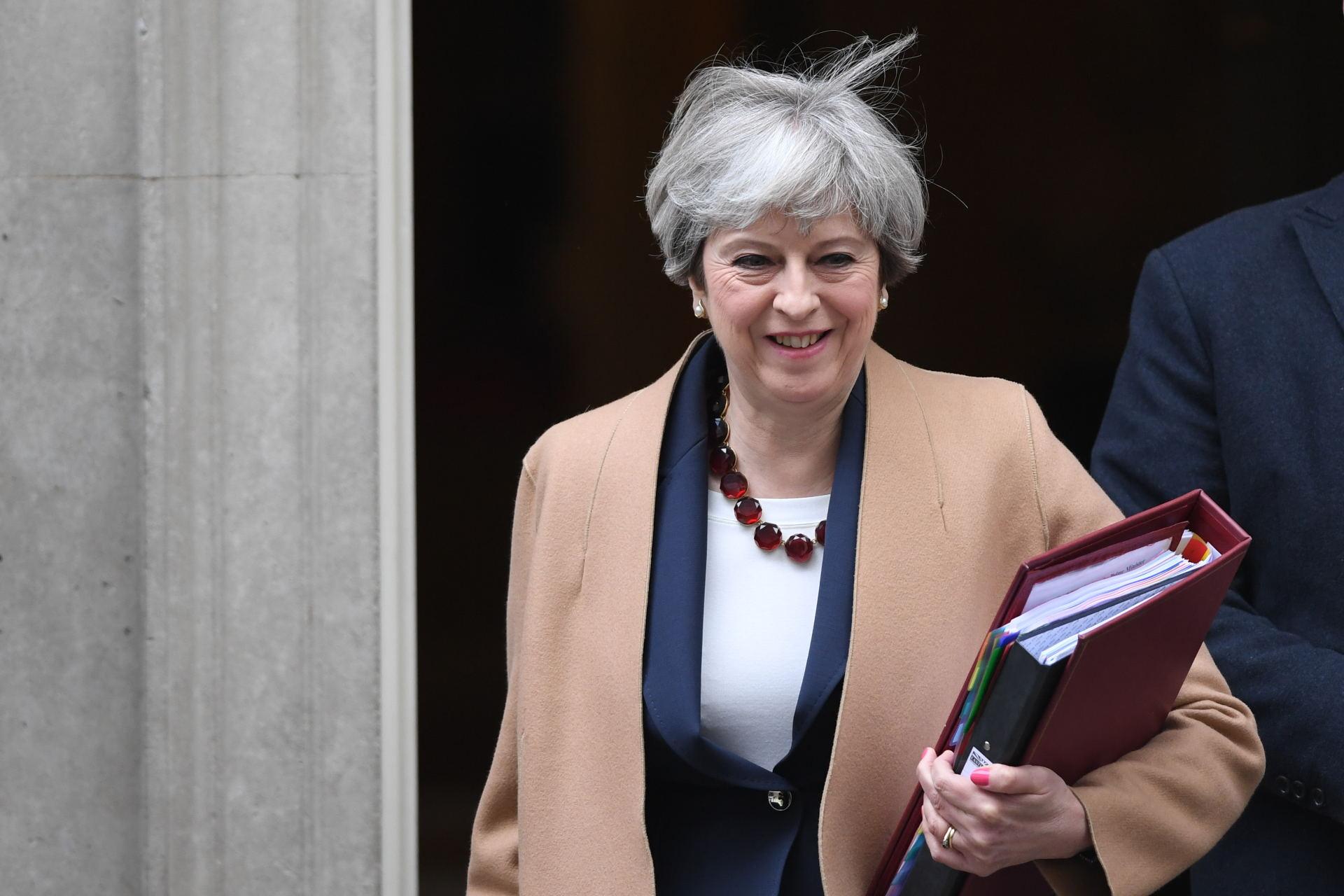 """Britų premjerė Th. May teigia esanti """"atspari"""""""