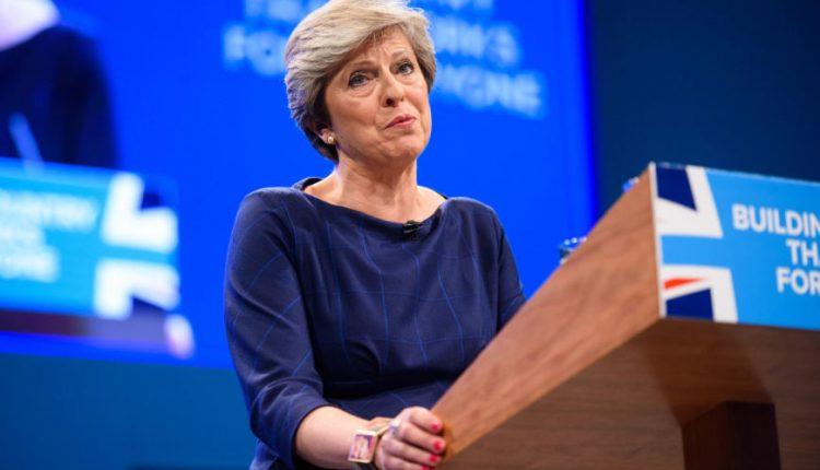 Britų žiniasklaida vertina itin nesėkmingos premjerės kalbos žalą