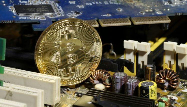 Ekspertai: bitkoino vertė gali kristi iki nulio