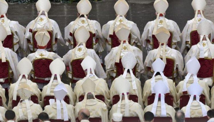 Milžiniško pedofilijos tyrimo atomazga: australai reikalauja atšaukti kunigų celibatą