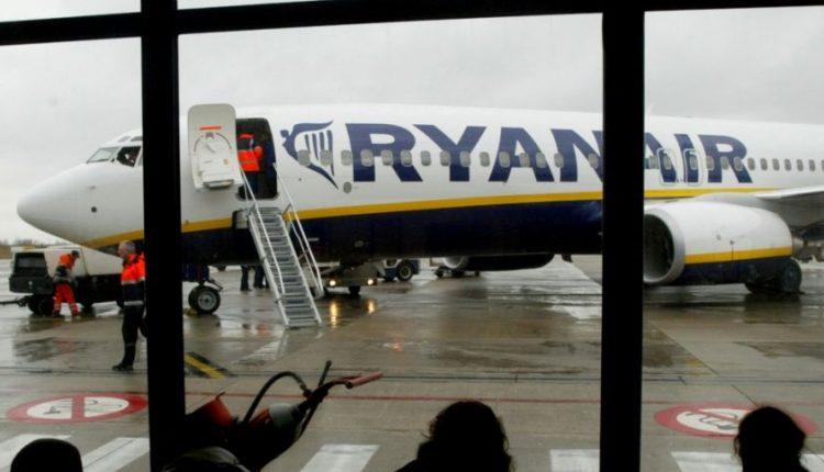 """""""Ryanair"""" ir vėl keičia rankinio bagažo taisykles: kas šį kartą kitaip?"""