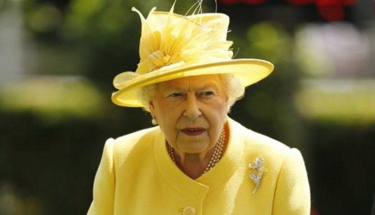 Nejaukus momentas: karalienė Elžbieta II pagadino orą?