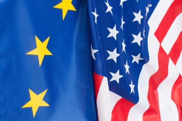 Paryžius ir Berlynas tvirtai palaiko JAV nepalankiai vertinamą ES gynybos paktą