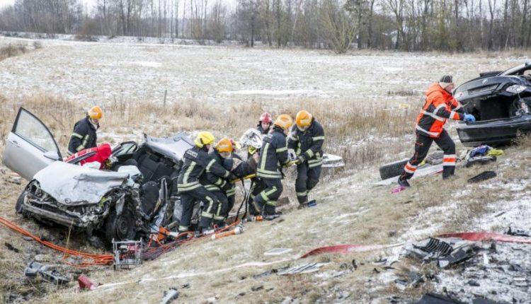 Drama Panevėžio aplinkkelyje: policija šūviais stabdė BMW, per avariją sužeisti 3 žmonės