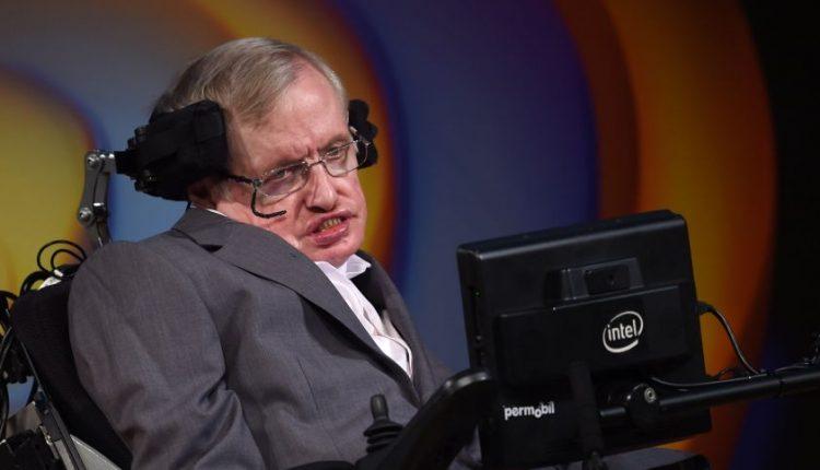 Genijus S. Hawkingas išdėjo, ką mano apie Dievą: jis net nėra reikalingas