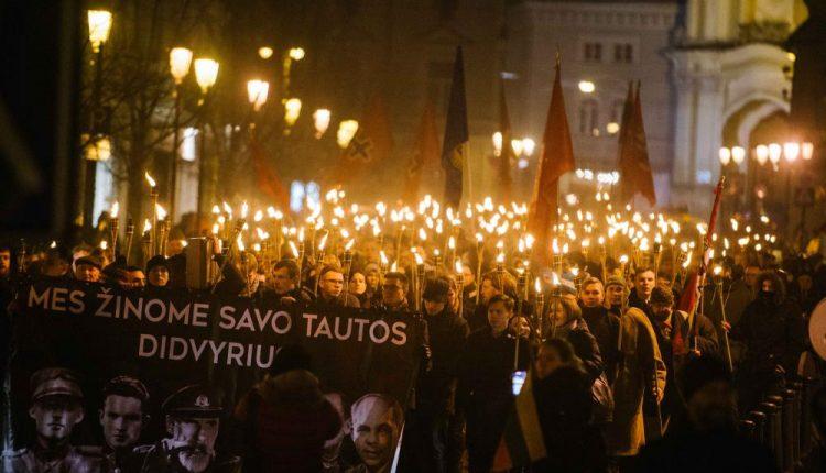 Nors ir negavę miesto valdžios leidimo, keli šimtai tautininkų surengė eitynes Vilniuje