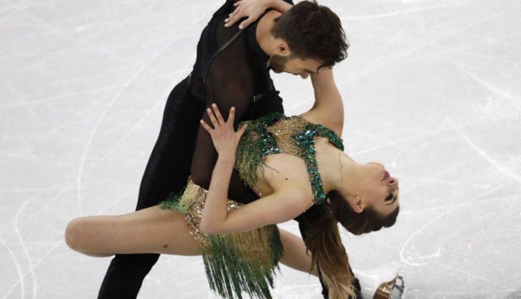 Prancūzų čiuožėja Pjongčange patyrė vieną didžiausių košmarų: visą pasirodymą teko dangstytis krūtinę