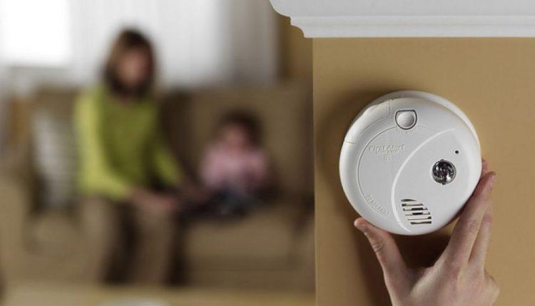 Reikalavimas įsirengti dūmų detektorių staigiai padidino paklausą
