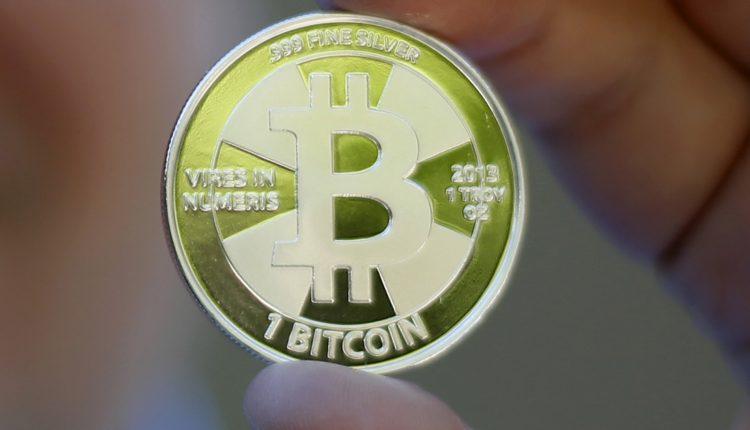 Vos prieš dieną žemiau 6 tūkst. JAV dolerių ribos smukęs bitkoino kursas jau perkopė 8 tūkst. JAV dolerių kartelę