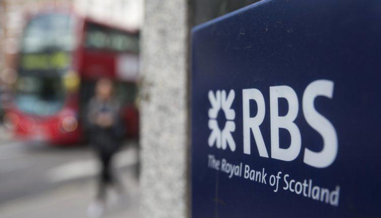 """""""Royal Bank of Scotland"""" pirmą kartą per dešimtmetį baigė metus su grynuoju pelnu"""