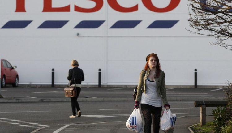 """""""Tesco"""" pareikštas 5,6 mlrd. JAV dolerių ieškinys dėl nevienodo darbo užmokesčio"""