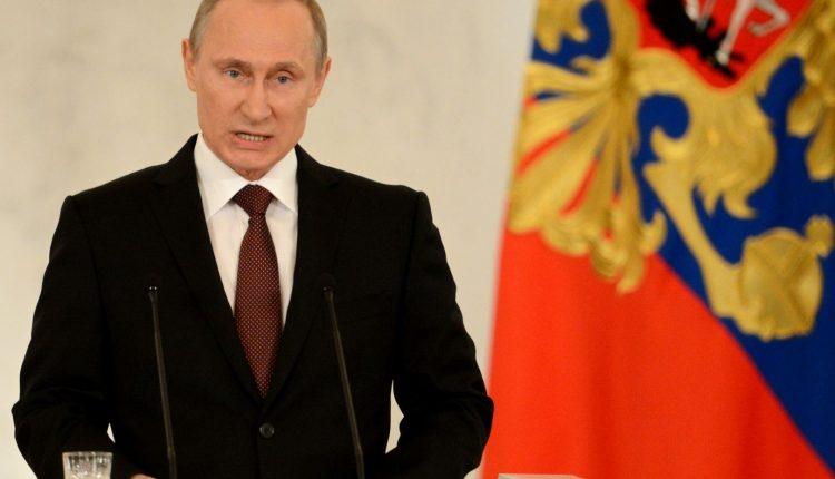 """Putinas Krymo aneksijos klausimą 2014 metais iškėlė per pasitarimą """"siaurame rate"""", sako buvęs deputatas"""