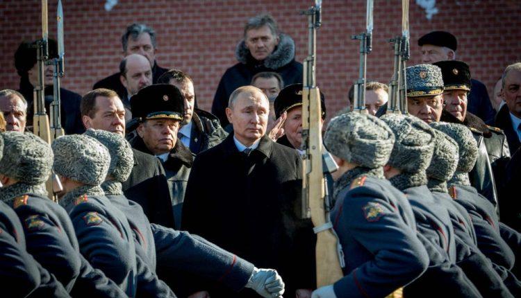 V. Putino perrinkimas: kai rinkimų kampaniją pakeičia žvanginimas ginklais