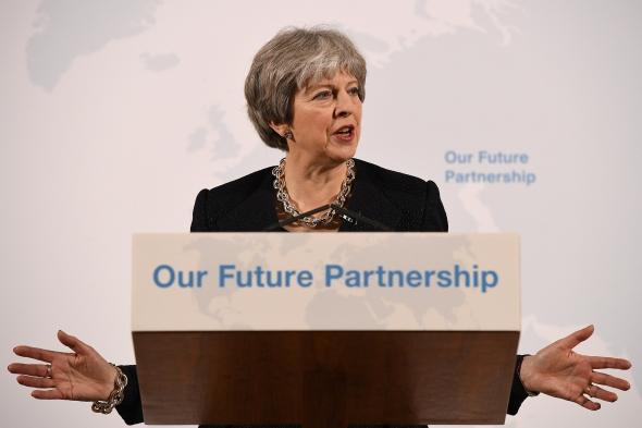 """Nė viena """"Brexit"""" pusė negaus """"būtent to, ko nori"""", sako May"""