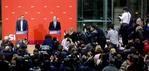 Vokietijoje du trečdaliai SPD narių pritarė koalicijai su Merkel