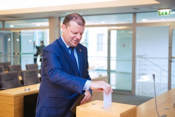 S. Skvernelis neatmeta, kad gali būti siekiama perbalsavimo dėl M. Basčio