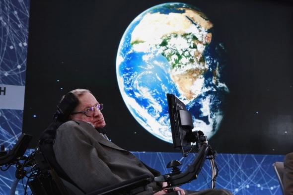 Mirė iškilus britų kosmologas Stephenas Hawkingas