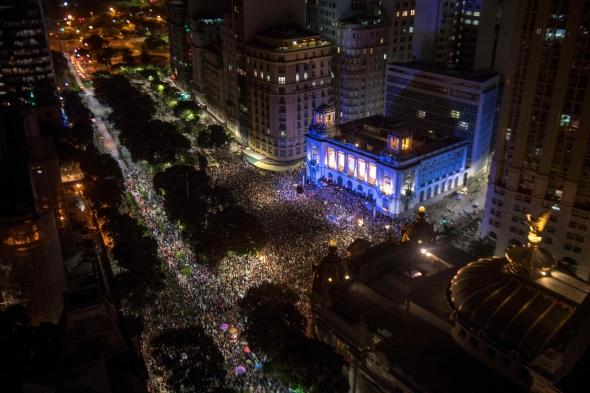 Tūkstančiai brazilų gedi nužudytos Rio de Žaneiro miesto tarybos narės