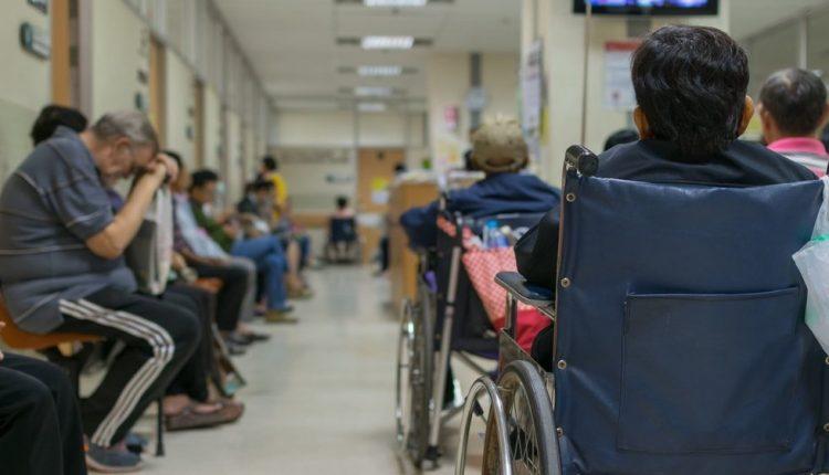 Mažinti pacientų eiles siūlo dviem būdais: vienas iš jų – baudos patiems pacientams