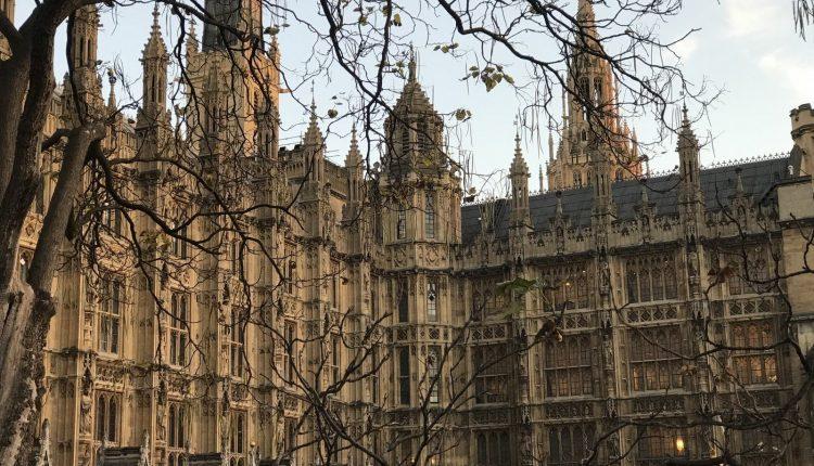 Rusijos atsakomosios priemonės Londono pozicijos nepakeitė: Britanijos URM
