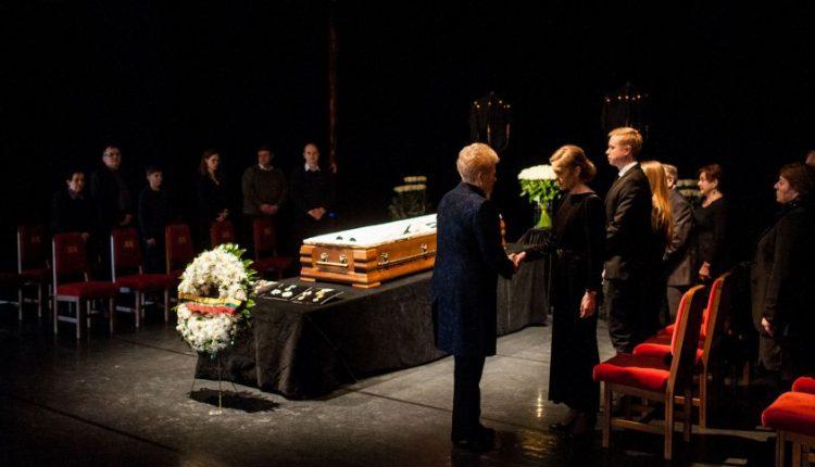 Žmonės plūsta atsisveikinti su maestro Virgilijumi Noreika: pagarbą atidavė ir šalies vadovai