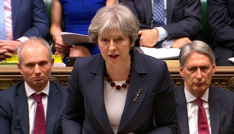 Britanija išsiunčia 23 rusų diplomatus dėl buvusio rusų šnipo apnuodijimo