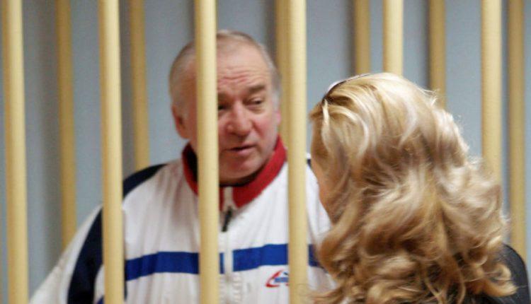 Londonas ir Maskva ginčijasi dėl buvusio rusų šnipo įtariamo apnuodijimo