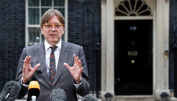 """EP nariai ragina su JK pasirašyti """"Ukrainos stiliaus"""" asociacijos sutartį"""