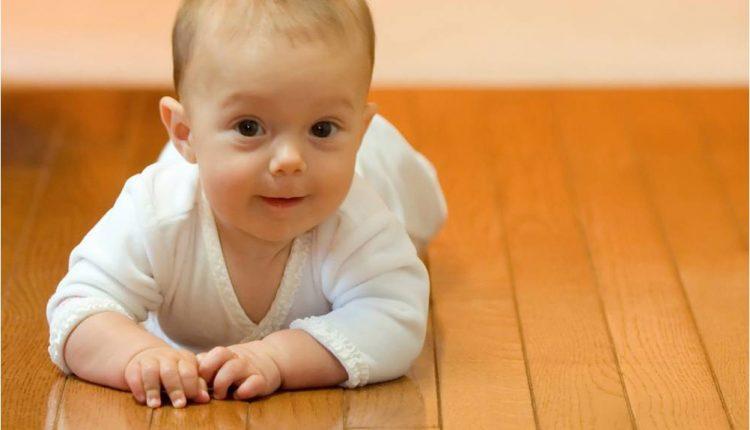 Pasmerkė Kūdikį Ant Žemės Palikusią Mamą, Kol Paaiškėjo Tikra Priežastis