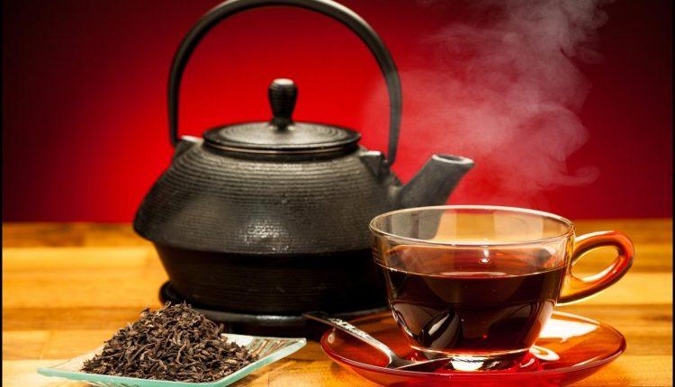 Gerkite juodąją arbatą, ir dar 5 patarimai turintiems aukštą kraujospūdį