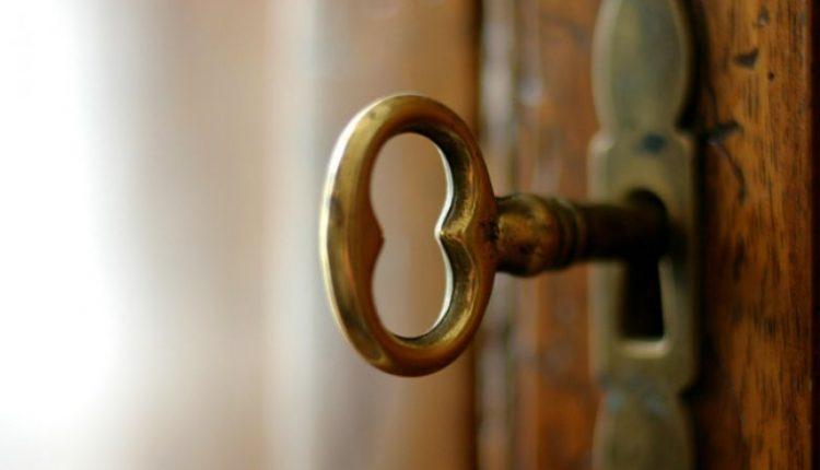 Pasakojimas: Moters karma – nesilaužk į uždarytas duris